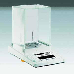 Produktphoto Cubis mit MSU-Bedieneinheit und integriertem Ionisator - Bauform Analysenwaage 0.1 mg Product photo Cubis with MSU display and built-in ionizer - Design analytical balance 0.1 mg